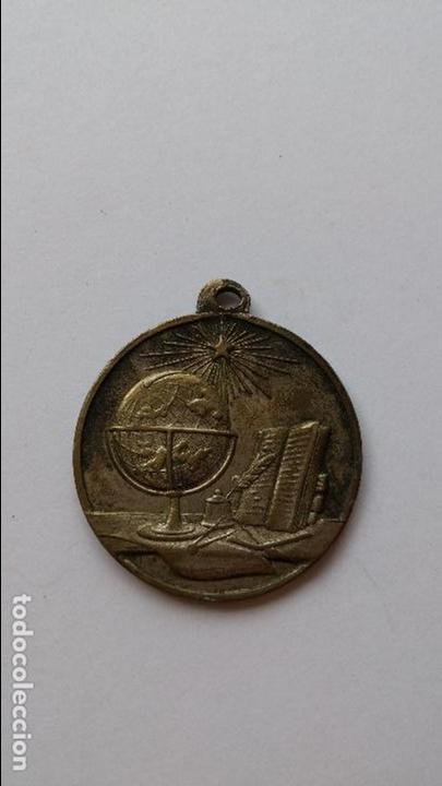 MEDALLA PREMIO A LA APLICACION CON SIMBOLOS MASONICOS DE 2,6 CMS DE DIAMETRO (Numismática - Medallería - Temática)