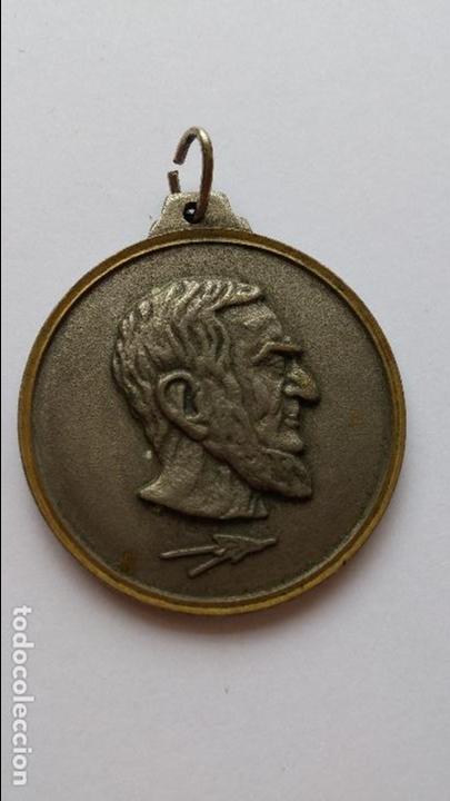 MEDALLA DE MARCELUS TOE GUOR EL NOSTRADAMUS DEL SIGLO XX DE 3,2 CMS DE DIAMETRO (Numismática - Medallería - Temática)