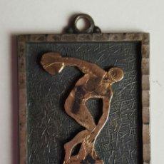 Medallas temáticas: LLAVERO EN METAL PLATEADO. TEMATICA OLIMPICA. CIRCA 1970.. Lote 82721200