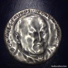 Medallas temáticas: MEDALLA DE PLATA DEL VATICANO DE JUAN PABLO II 44MM, 30,4 GR, PLATA 986. Lote 83939100