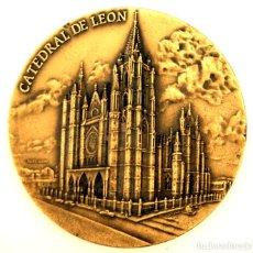 Medallas temáticas: MEDALLÓN CATEDRAL DE LEÓN - BRONCE - ESCULTOR ALVES ANDRÉ - S. XX. Lote 84617272