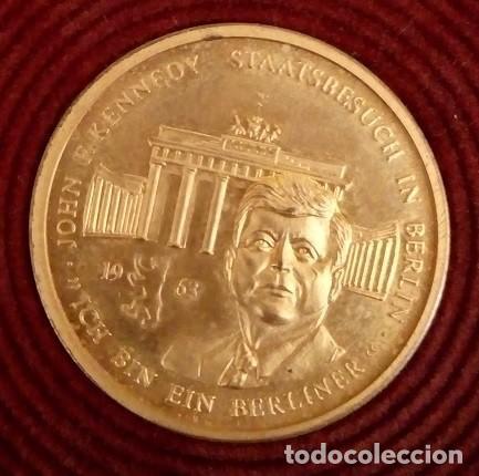 BONITA MONEDA DE JOHN F. KENNEDY 1917 - 1963 CHAPADA EN ORO CON SU CERTIFICADO DE AUTENTICIDAD Y Nº (Numismática - Medallería - Temática)