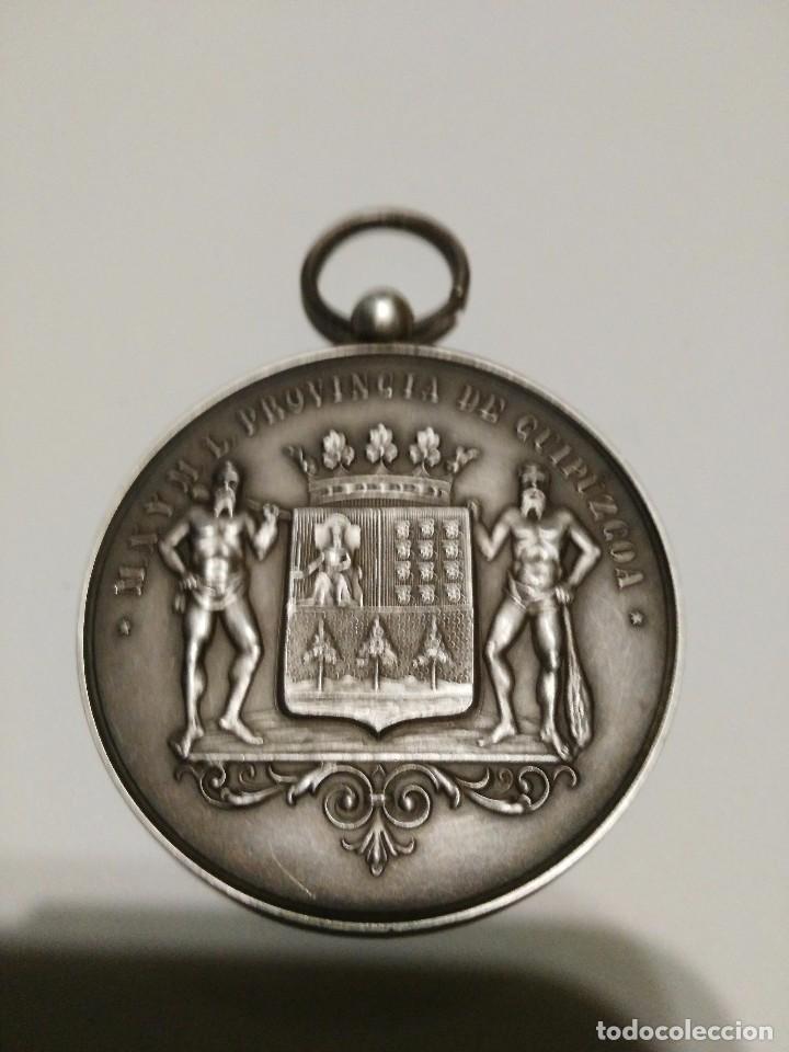 MEDALLA GRABADA POR B. LARRAMENDI E HIJOS (Numismática - Medallería - Temática)