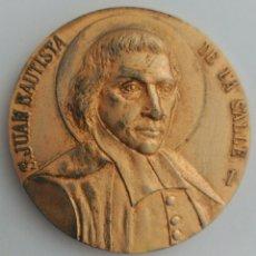 Medallas temáticas: MEDALLA SAN JUAN BAUTISTA DE LA SALLE. DIOS. PATRIA. HOGAR. Lote 88334768