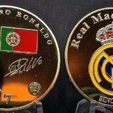 Medallas temáticas: BONITA MONEDA ORO 24KT CONMEMORATIVA A CRISTIANO RONALDO Y EL REAL MADRID CON BANDERA Y ESCUDO. Lote 95516447