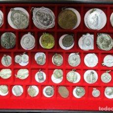 Medallas temáticas: COLECCION DE 163 MEDALLAS RELIGIOSAS EN VARIOS METALES EN 4 BANDEJAS PORTAMONEDAS. LOTE 0003. Lote 98357639