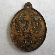 Medallas temáticas: ANTIGUA MEDALLA PREMIO A LA APLICACION. Lote 98717475