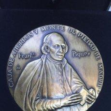 Medallas temáticas: MEDALLA CONMEMORATIVA PADRE PIQUER CAJA MADRID Y MONTE PIEDAD FABRICA MONEDA Y TIMBRE. Lote 98852383