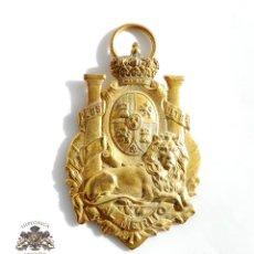 Medallas temáticas: MEDALLA AL MÉRITO LEÓN TUMBADO BAJO ESCUDO ALFONSO XIII . Lote 104984327