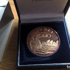 Medallas temáticas: JUEGOS OLÍMPICOS SIDNEY 2000. MEDALLA DE PLATA PURA. 25,2 GRAMOS. NUMISMA. EN ESTUCHE. Lote 105256435