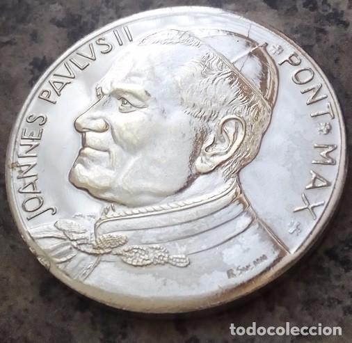 BONITA MONEDA PLATA DEL PAPA JUAN PABLO II PONTIFICE MAXIMUS DEL VATICANO FIRMADA POR AUTOR (Numismática - Medallería - Temática)
