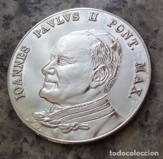 BONITA MONEDA PLATA DEL PAPA JUAN PABLO II PONTIFICE MAXIMUS DEL VATICANO (Numismática - Medallería - Temática)