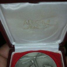 Medallas temáticas: MEDALLA O MEDALLÓN CON SU ESTUCHE DE LA EXPOSICIÓN MONOGRÁFICA DE LA INVENTIVA ESPAÑOLA. Lote 106042990