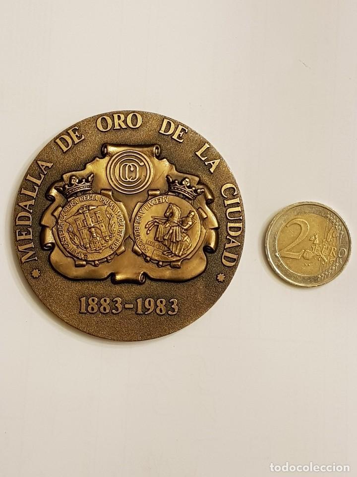 MEDALLA DE ORO DE LA CIUDAD 1883-1983 CIRCULO CATOLICO DE OBREROS DE BURGOS (Numismática - Medallería - Temática)