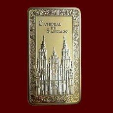Medallas temáticas: LINGOTE CATEDRAL DE SANTIAGO EN RELIEVE. BAÑO DE ORO 24 KT. EDICION AÑO XACOBEO. Lote 109525570