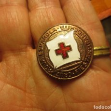 Medallas temáticas: INSIGNIA ANTIGUA DORADA CRUZ ROJA DIA BANDERITA . Lote 112116107