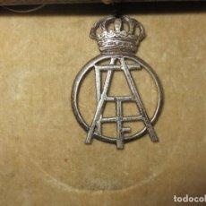 Medallas temáticas: ANTIGUA MEDALLA REAL DE PLATA CON CORONA REAL POSIBLEMENTE DE AVIACION. Lote 105086607