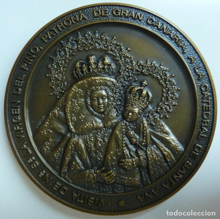 MEDALLA DE BRONCE. VISITA DE LA VIRGEN DEL PINO A SANTA ANA. JUBILEO 2000. DIÁMETRO 7 CM (Numismática - Medallería - Temática)