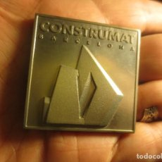 Medallas temáticas: DE ARQUITECTURA ANTIGUA MEDALLA O DISTINTIVO CONSTRUMAT BARCELONA 1997. Lote 133213314