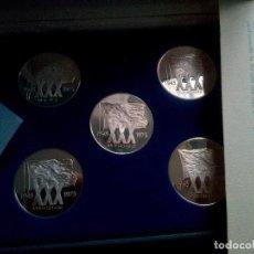 Medallas temáticas: ONU 30 ANIVERSARIO. 1975. PROOF SET DE 5 MEDALLAS DE PLATA DE 925 EN 5 IDIOMAS + CERTIFICADOS. Lote 113939195
