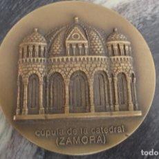 Medallas temáticas: CUPULA CATEDRAL ZAMORA,BRONCE, 80 MM. 5 MM GRUESA. 227 GRS.LOTERIA 1993,PUBLICT.TRASERA. Lote 115105471