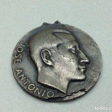 Medallas temáticas: MEDALLA VALE QUIEN SIRVE - 1958 - CUENCA - FALANGE - JOSE ANTONIO. Lote 115648679
