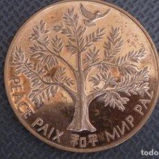 Medallas temáticas: NACIONES UNIDAS 1975, ACUÑACION POR LA PAZ. COBRE FLOR, 37 MM.. Lote 118811043