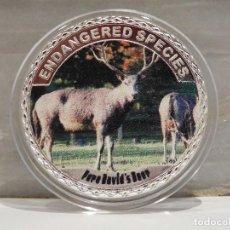 Medallas temáticas: MONEDA PLATA CONMEMORATIVA ANIMALES EN PELIGRO DE EXTINCION - CIERVO DAVID 100$. Lote 122124835