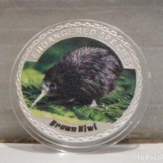Medallas temáticas: MONEDA PLATA CONMEMORATIVA ANIMALES EN PELIGRO DE EXTINCION - AVE KIWI 100$. Lote 122125419