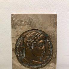Medallas temáticas: RÉPLICA DE MONEDA ROMANA EN FORMATO MEDALLA DE BRONCE Y CON PLACA DE MÁRMOL. 2A MITAD DEL SIGLO XX. Lote 122552492