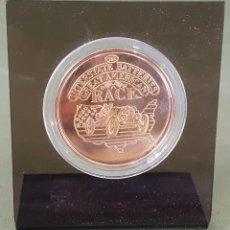 Medallas temáticas: MEDALLA DE METAL DORADO. CAPTURES TIME IN METAL ORANGE. CA. FORD SEDAN. SIGLO XX.. Lote 122774423