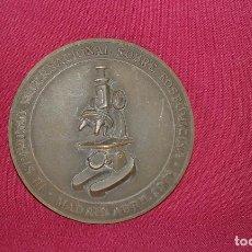 Medallas temáticas: MEDALLA III SIMPOSIO INTERNACIONAL SOBRE FOSFOMICINA MADRID 1981 CEPA 25 AÑOS DE INVESTIGACIÓN 80MM. Lote 128957499