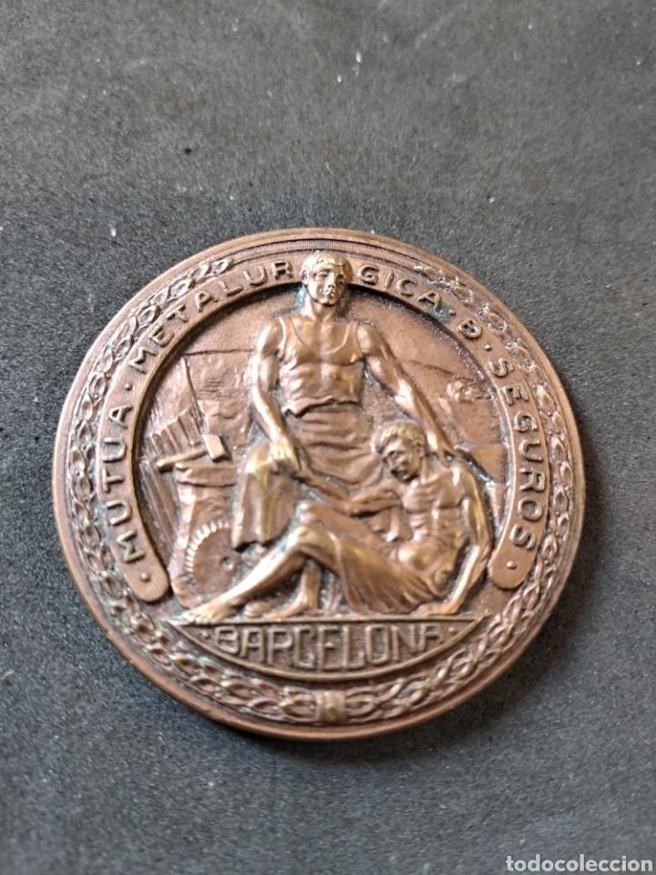 Medalla aniversario mutua metalurgica de buy thematic