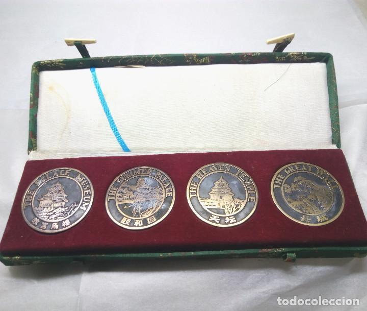 COLECCIÓN DE 4 MEDALLAS CONMEMORATIVAS CHINAS EN SU ESTUCHE (Numismática - Medallería - Temática)