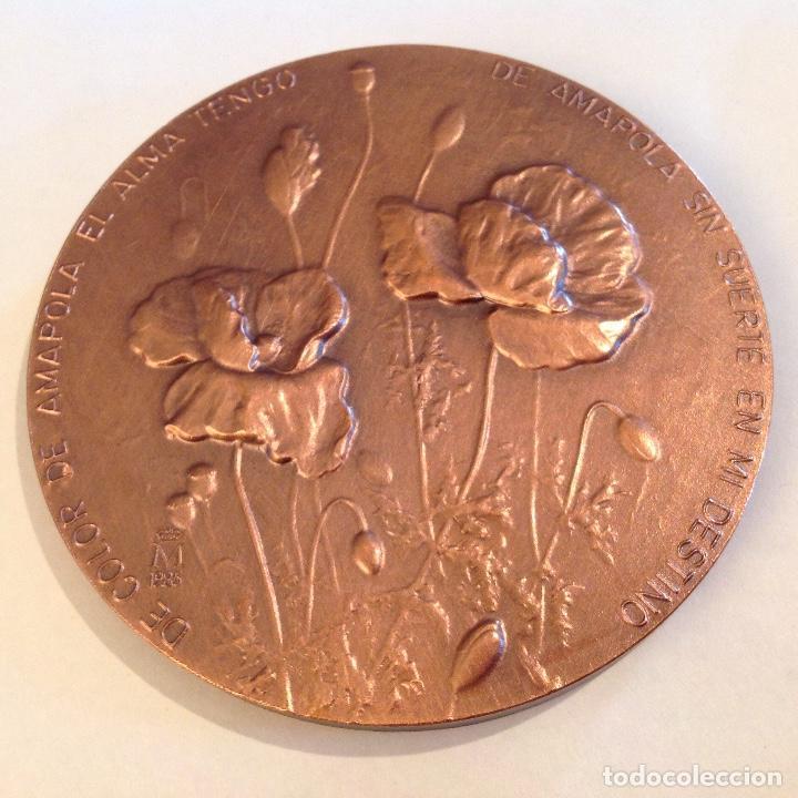 Medallas temáticas: Medalla de bronce de la FNMT, 1985, de 8 cms. A Miguel Hernández, firmado con anagrama y 84 - Foto 3 - 136402270
