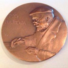 Medallas temáticas: MEDALLA DE BRONCE DE LA FNMT, 1985, DE 8 CMS,. A PÍO BAROJA FIRMADA CON ANAGRAMA, 83. Lote 141793394