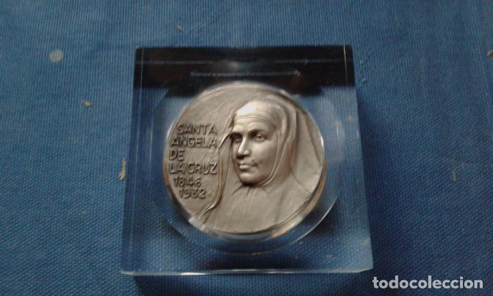 MEDALLA SANTA ANGELA D LA CRUZ - HERMANAS D LA COMPAÑIA D LA CRUZ - CANONIZADA EN MADRID 04/05/2003 (Numismática - Medallería - Temática)