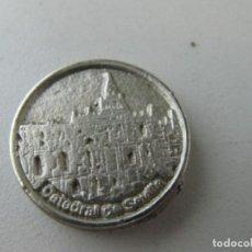 Medallas temáticas: MONEDA CATEDRAL DE SEVILLA. PERIÓDICO ABC. TAMAÑO 2,8 CM. Lote 135144722