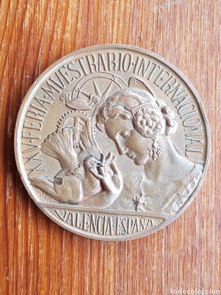 MEDALLA AÑOS 40 DE XXV FERIA MUESTRARIO INTERNACIONAL VALENCIA 1917 - 1947 BODAS DE PLATA (Numismática - Medallería - Temática)