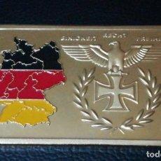 Medallas temáticas: LINGOTE MONEDA CON ESCUDOS EN RELIEVE CHAPADO EN ORO. Lote 143228550