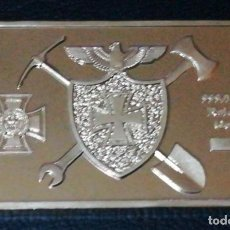 Medallas temáticas: LINGOTE MONEDA CON ESCUDOS EN RELIEVE CHAPADO EN ORO. Lote 143228610