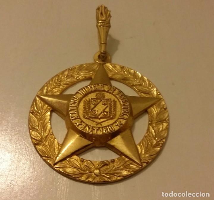 MEDALLA DE LA EXTINTA ACADEMIA MILITAR DE VENEZUELA. DE BRONCE (Numismática - Medallería - Temática)
