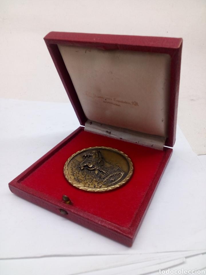 MEDALLA DE CEBRIAN BRONCE CABALLO CON CARRUAJE EN ESTUCHE (Numismática - Medallería - Temática)