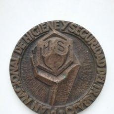 Medallas temáticas: MEDALLA PLAN NACIONAL DE HIGIENE Y SEGURIDAD DEL TRABAJO- INSTITUTO TERRITORIAL BARCELONA. Lote 141930129