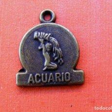 Medallas temáticas: PEQUEÑA MEDALLA DEL HORASCOPO ACUARIO. Lote 142273586