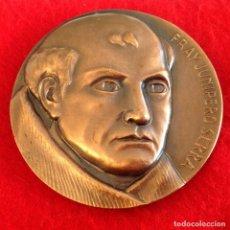 Medallas temáticas: MEDALLA DE BRONCE, FRAY JUNÍPERO SERRA, DE 85 MM DE DIÁMETRO, FIRMADA EN ANAGRAMA TFM, NUEVA.. Lote 142689534