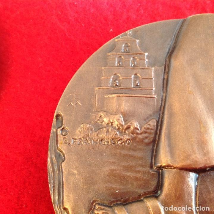 Medallas temáticas: Medalla de bronce, Fray Junípero Serra, de 85 mm de diámetro, firmada en anagrama TFM, nueva. - Foto 3 - 142689534