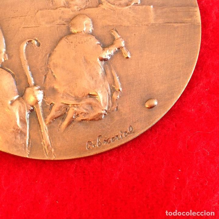 Medallas temáticas: Medalla de bronce, de 80 mm, Descubrimiento, firmada por el escultor grabador C. Escorial, nueva. - Foto 3 - 161484626