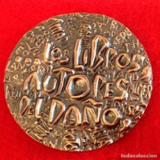 Medallas temáticas: MEDALLA DE BRONCE DE 60 MM DE DIÁMETRO, LOS LIBROS, AUTORES DEL DAÑO, EL QUIJOTE, NUEVA. Lote 161484806
