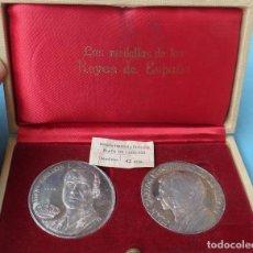 Medallas temáticas: 2 MEDALLAS DE LOS REYES JUAN CARLO I Y SOFIA , EN PLATA PURA , ORIGINAL . Lote 143201014